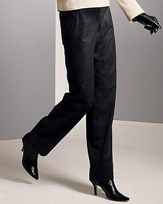Kalın bacakları gizlemenin en iyi yolu, siyah, boru paça pantolonlar giymek.  Nerelerde bulabilirsiniz?  Atalar, İpekyol, Benetton